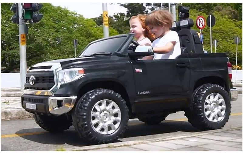 Kinder Elektroauto mit Ledersitz und EVA-Rädern 24V 400W Toyota Tundra XXXL