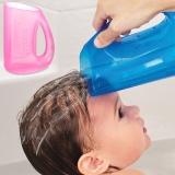 MUNCHKIN: Shampoo-Ausspülhilfe in ROSA und BLAU